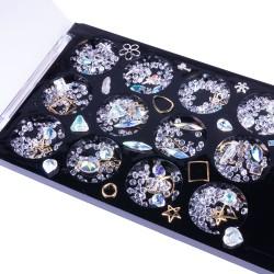 Įvairių formų ir atspalvių nagų dailės dekoracijos dėžutėje Nr - 2
