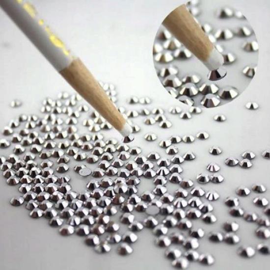Baltas pieštukas smulkioms nagų dekoracijoms