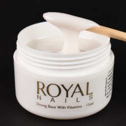 Pagrindas su vitaminais Royal Nails Milky Stong Base With Vitamins